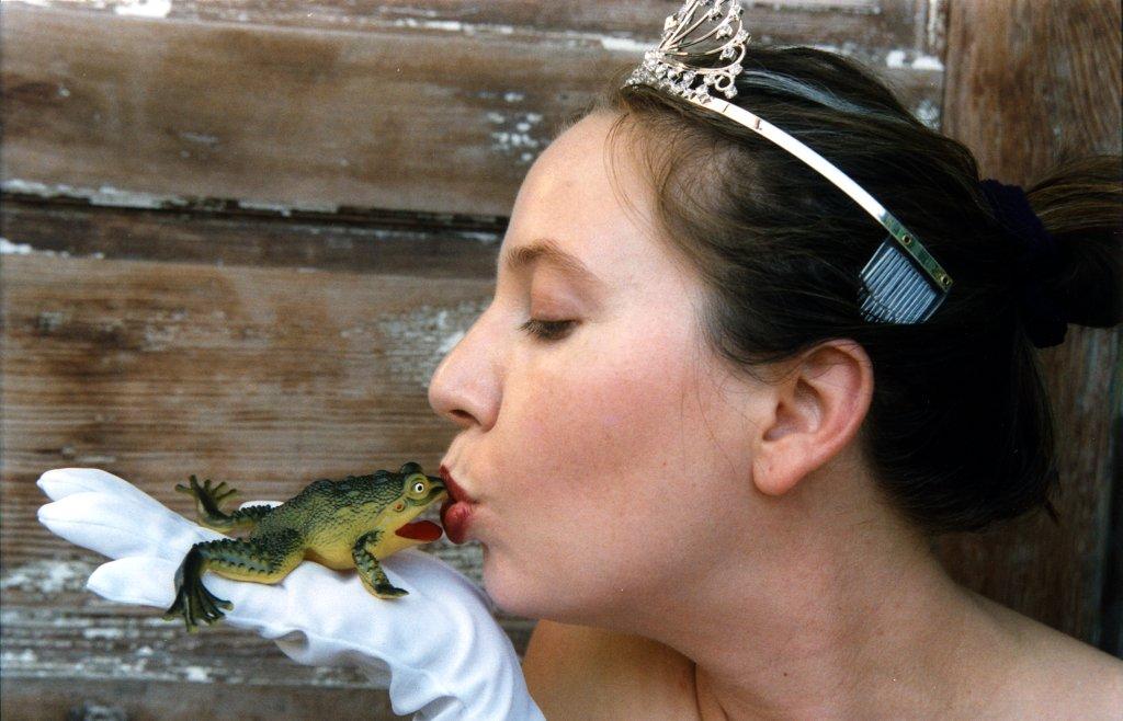 Festival Queen Calendar Miss Frog 2003b